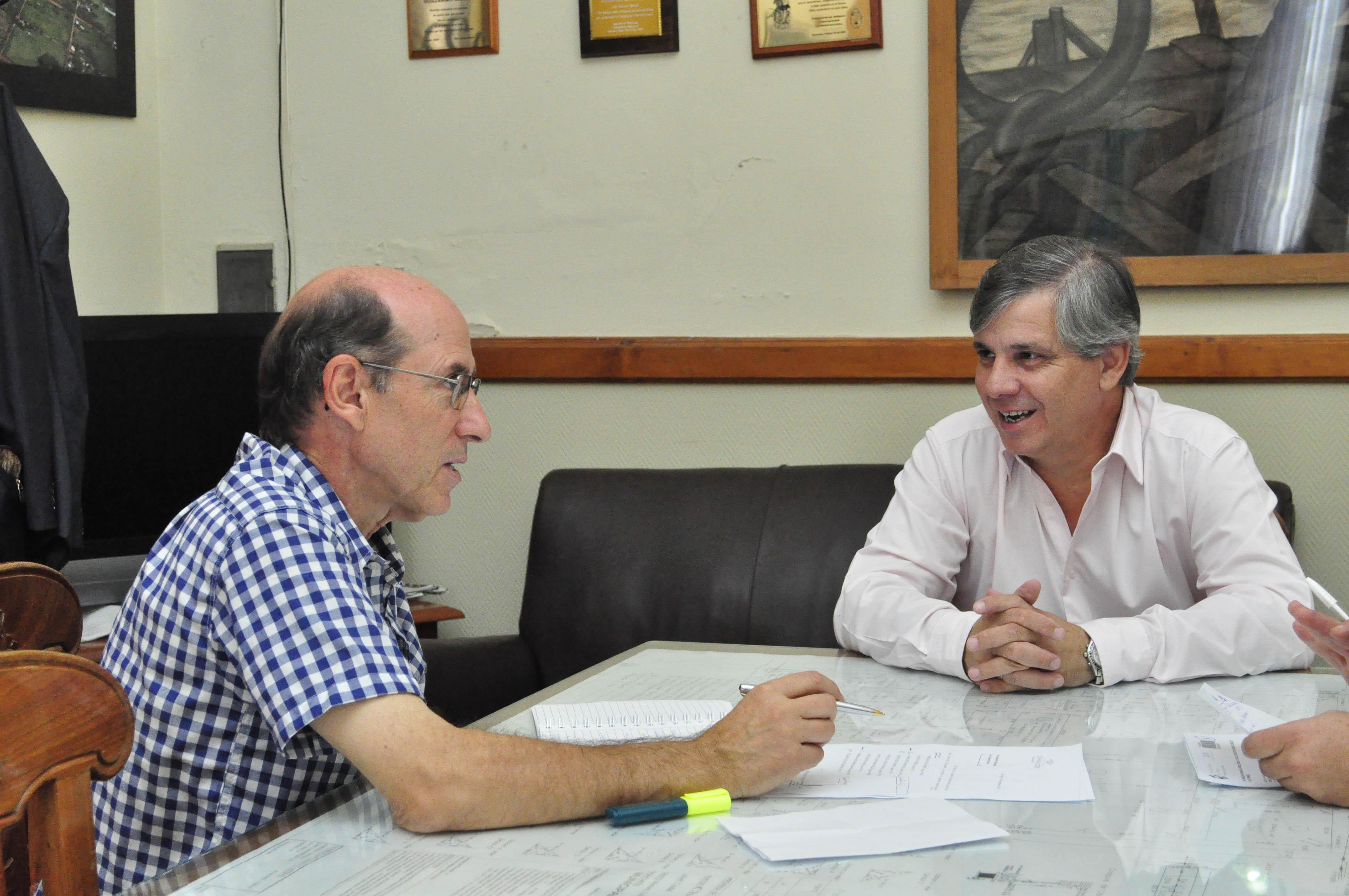 El secretario de Salud José María Caprara se reunió con el intendente Guillermo Britos, oportunidad en que analizaron distintos aspectos de la gestión sanitaria de la Municipalidad.