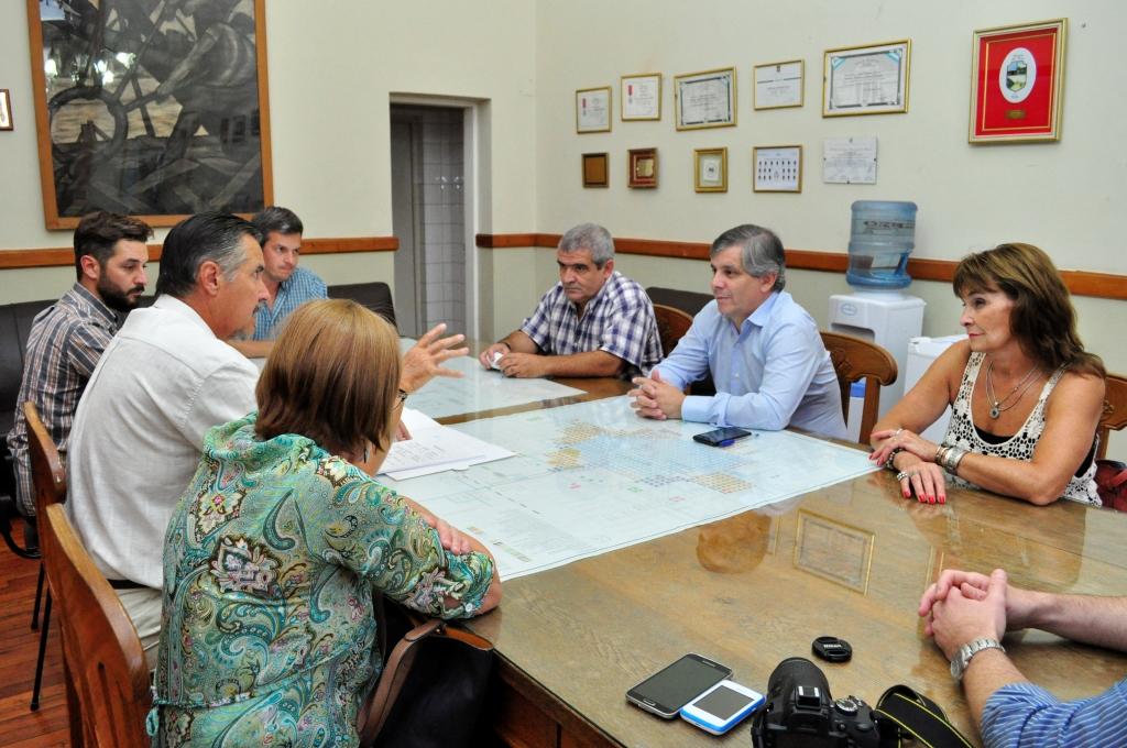 El Intendente en su despacho reunido con autoridades de Senasa, CAZMA, y Producción y Empleo