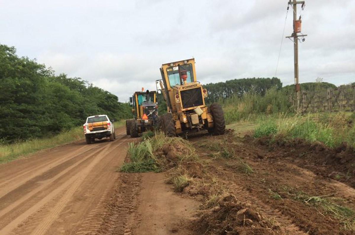Maquinas trabajando en el camino a Ramón Biaus