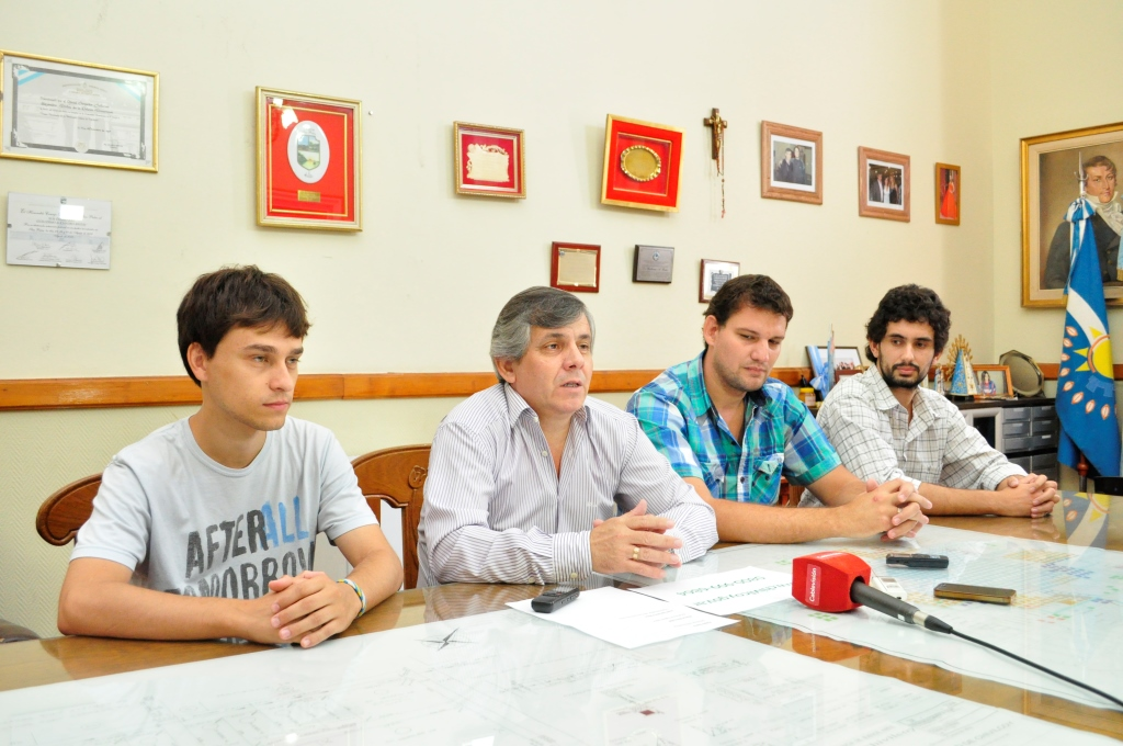 Conferencia de prensa del Intendente y parte de su gabinete