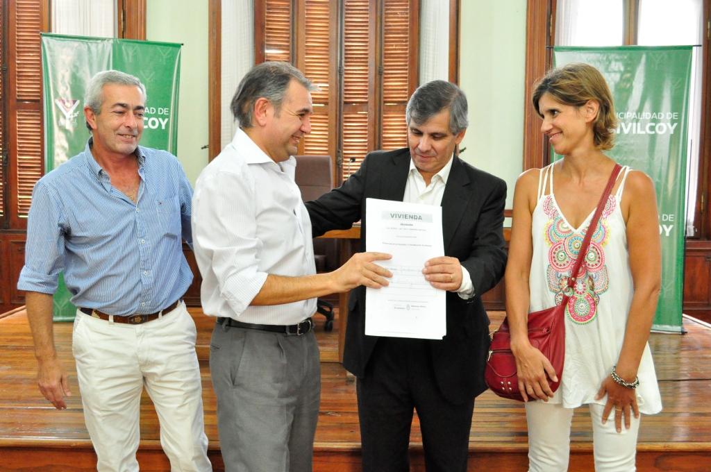 Se entregaron escrituras, certificados de vigencias y personerías jurídicas