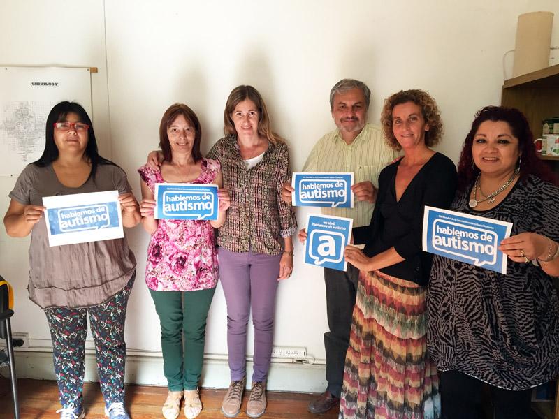 Los concejales Miriam Cardiello y Guillermo Pinotti junto a las Madres Autoconvocadas por el autismo