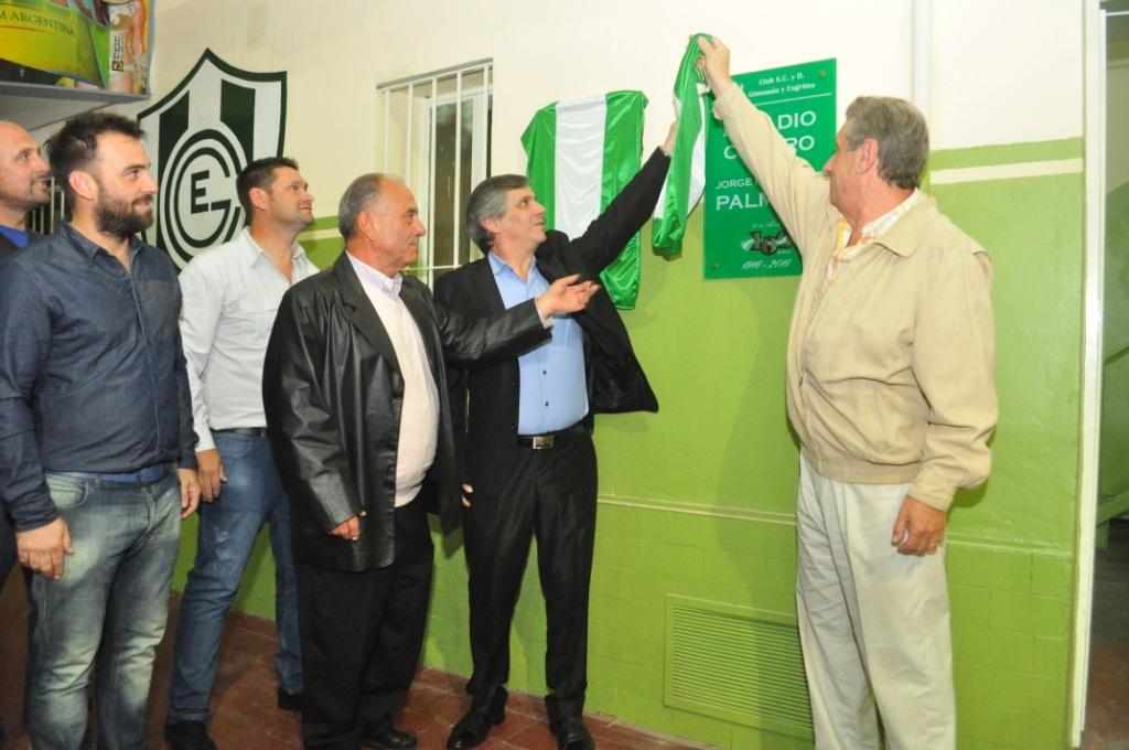 Descubrimiento de placa por los 100 años del Club Gimnasia