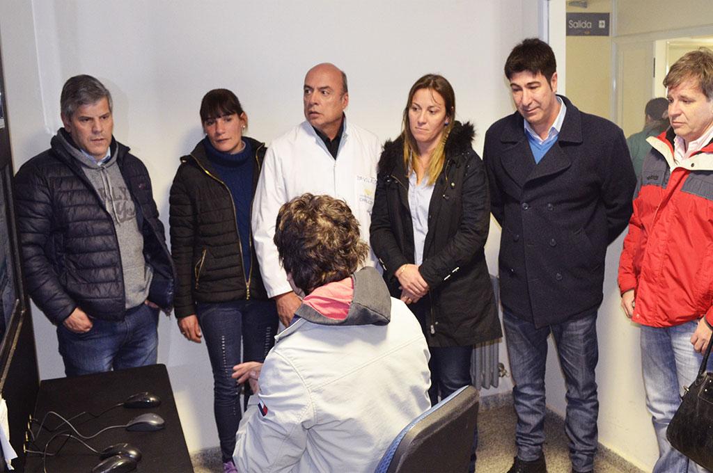 Autoridades en el Centro de Monitoreo del Hospital Municipal de Chivilcoy