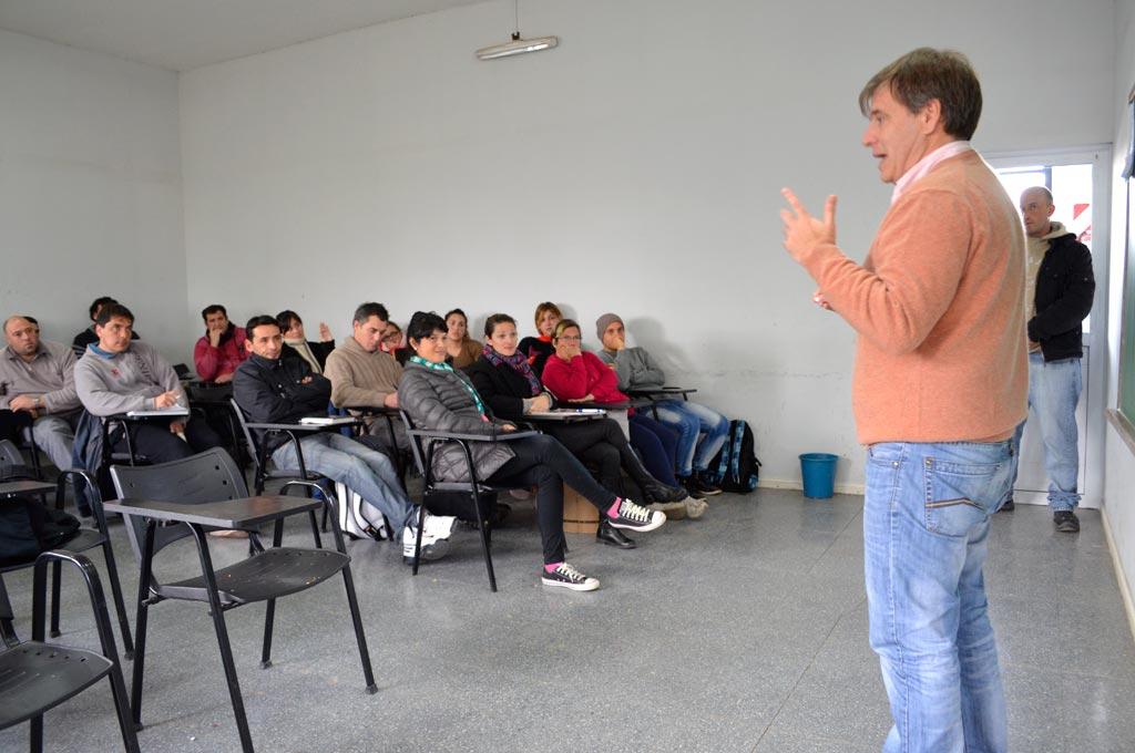 Carlos Perillo encabezó la charla