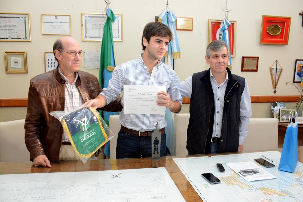 La Municipalidad reconoció al Dr. Augusto Bivona
