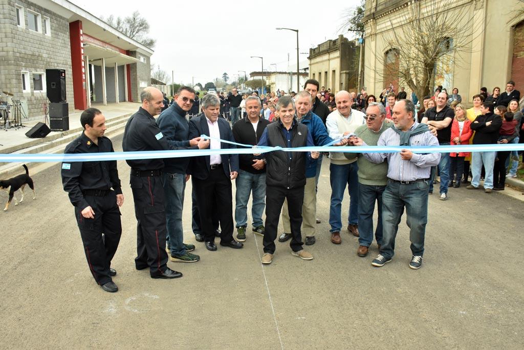 Fueron inauguradas ocho cuadras de asfalto en Moquehuá