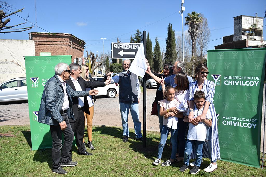 """Se realizó el acto de imposición del nombre """"Profesor Francisco Antonio Menta"""" a la calle 7"""